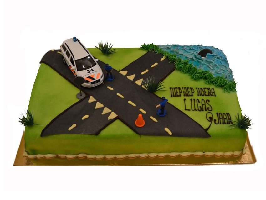 taart met weg en politie